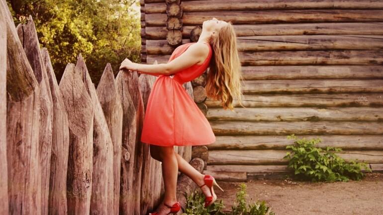 Letnie sukienki damskie na różne okazje